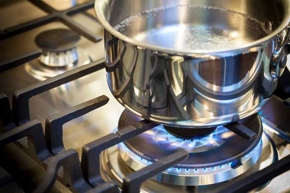boiling water in restaurant